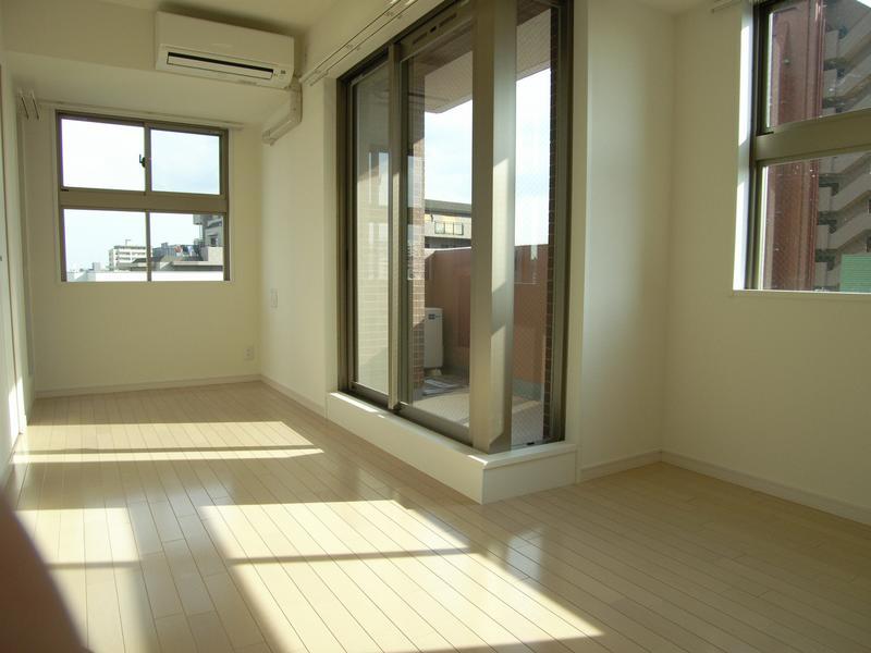 物件番号: 1025857965 WOB SHINKOBE  神戸市中央区熊内町4丁目 1K マンション 画像1