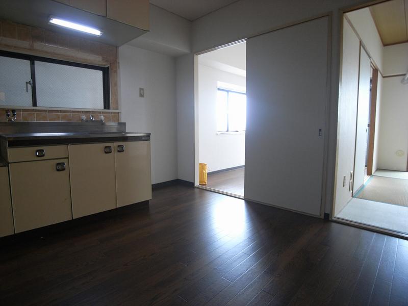 物件番号: 1025842092 サンビルダー三宮  神戸市中央区浜辺通3丁目 2DK マンション 画像3